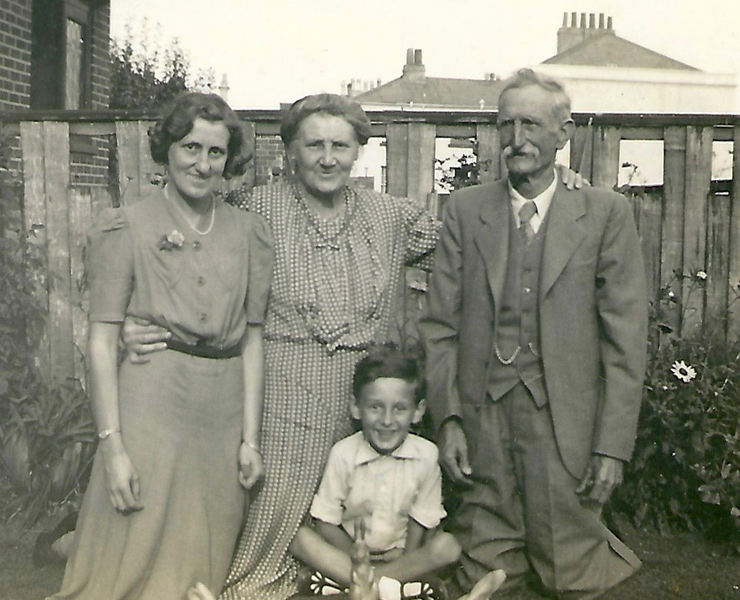 Beatrice May Wilkins with her parents Eliza and George and her cousin John Street. from a digital memorial by www.socialembers.com