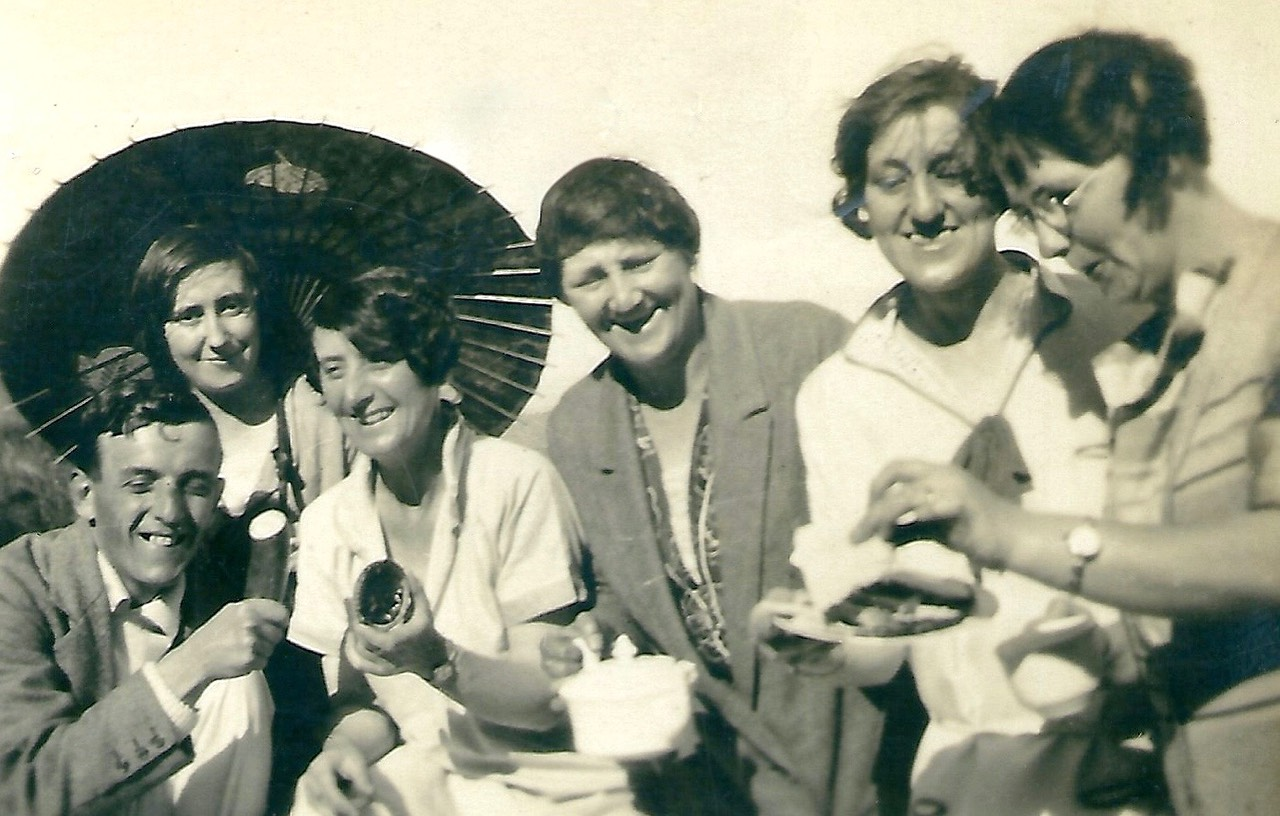 Picnic at the Old Castle Gardens in Weymouth in the 1930's. Picture from digital memorial by www.socialembers.com