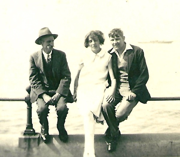 George Wilkins with his son William and his wife Ida. Picture from digital memorial by www.socialembers.com